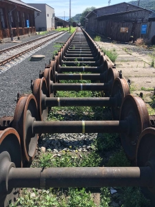 Surface preparation plant for train wheels