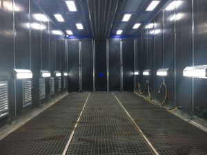 Sandblasting booth with total grit recovery system