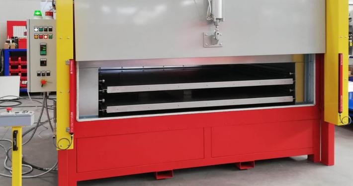 Oven for plastic softening of Plexiglass